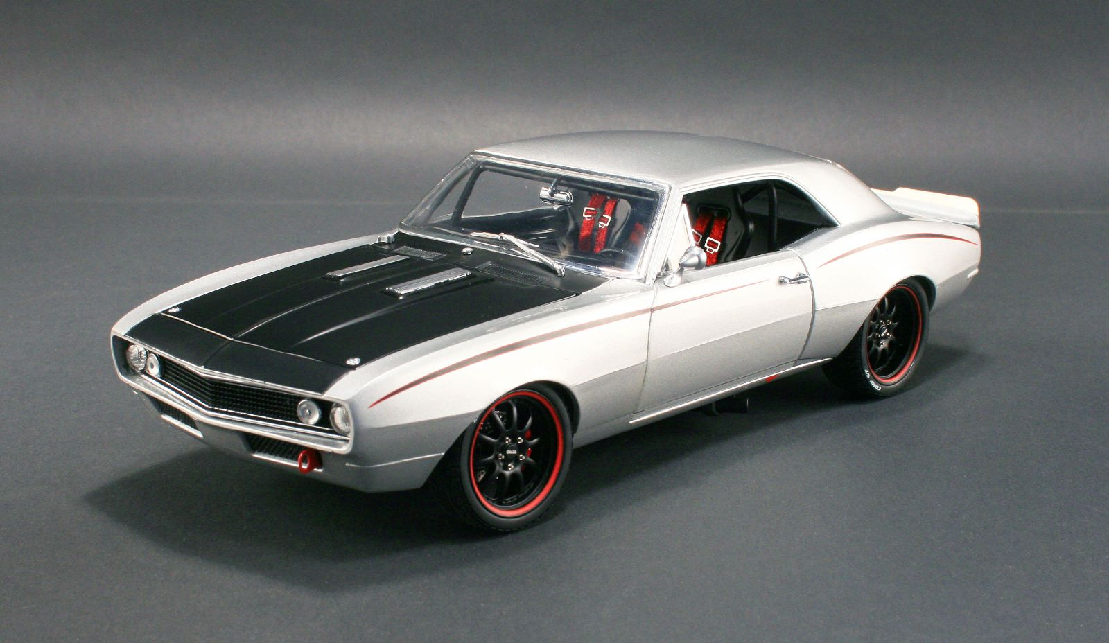 18806 - 1:18 GMP - 1:18 1967 Chevrolet Camaro - Street Fighter