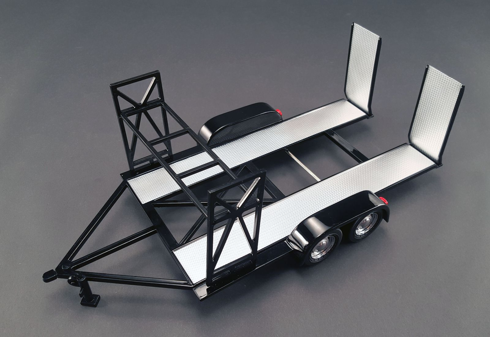18820 - 1:18 GMP - 1:18 Tandem Car Trailer - Black