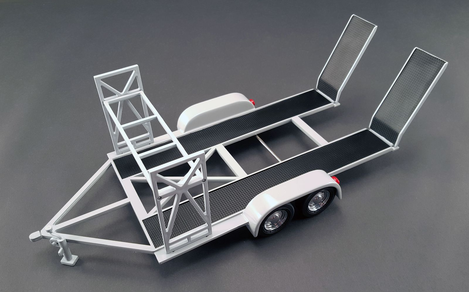 18821 - 1:18 GMP - 1:18 Tandem Car Trailer - Grey