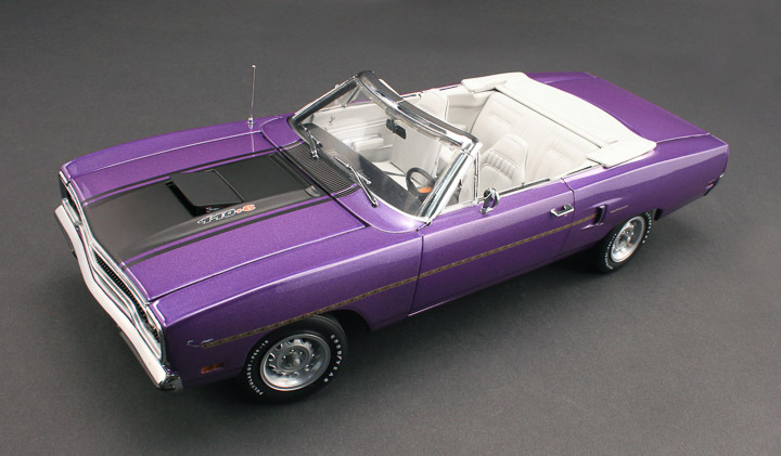 18810 - 1:18 GMP - 1:18 1970 Plymouth Road Runner Convertible – In-Violet